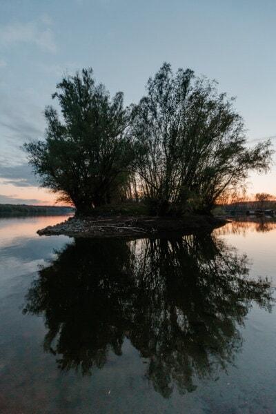 пейзаж, озеро, дерево, на берегу озера, берег, вода, природа, отражение, река, рассвет