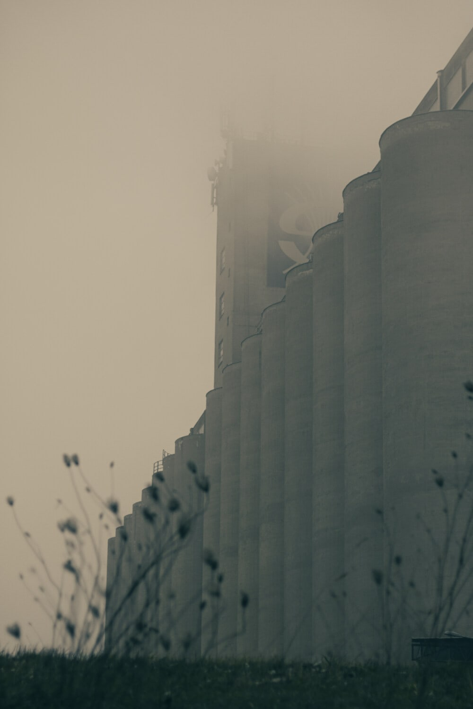 Factory, lieu de travail, silo, fumée, brumeux, usine de recyclage, smog, pollution, brouillard, brume