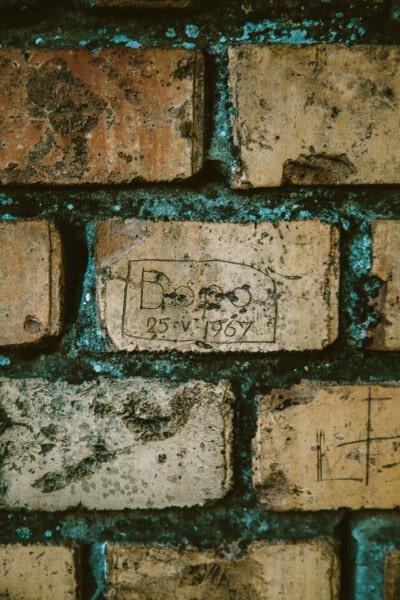 murstein, mur, vegg, mosegrodd, tekstur, utskjæringer, tekst, murstein, urban, retro