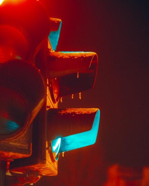 semafor, zelené svetlo, riadenie prevádzky, semafor, dopravná zápcha, noc, mráz, mrazivý, zimné, ľadový krištáľ