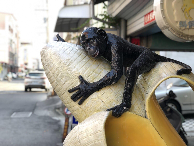 art, monkey, sculpture, street, banana, details, urban area, statue, portrait, animal