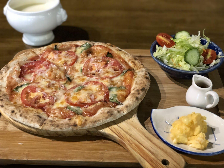 Pizza, Italienisch, Käse, Mozzarella, Tomaten, Abendessen, Gericht, Restaurant, Essen, Mahlzeit