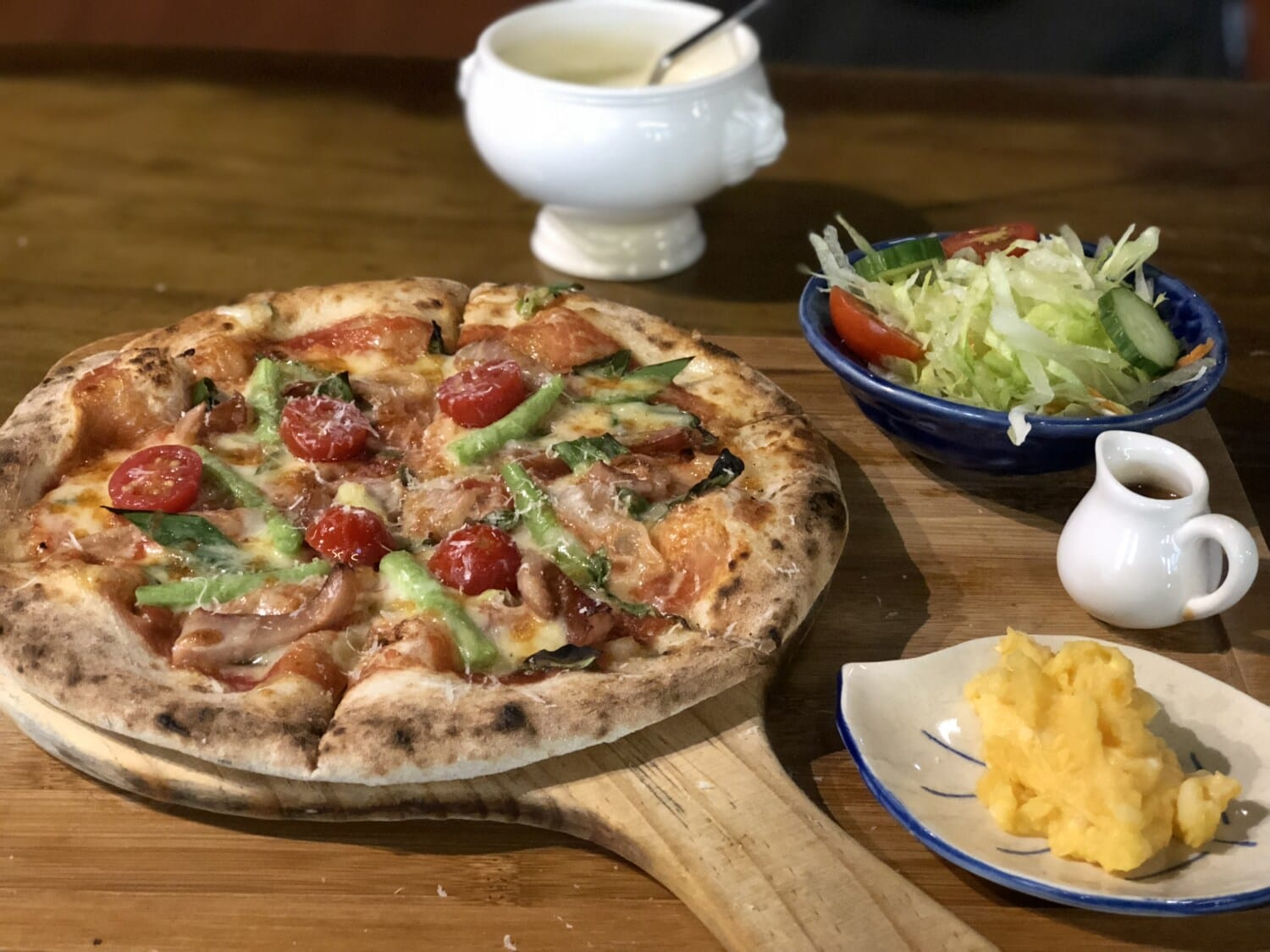 pizza, italian, restaurant, meat, dish, lunch, food, meal, dinner, cheese