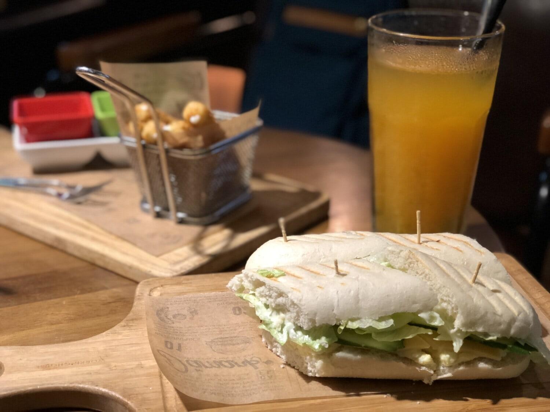 vegetarian, sandwich, homemade, fruit juice, kitchen, kitchen table, bread, juice, beverage, drink
