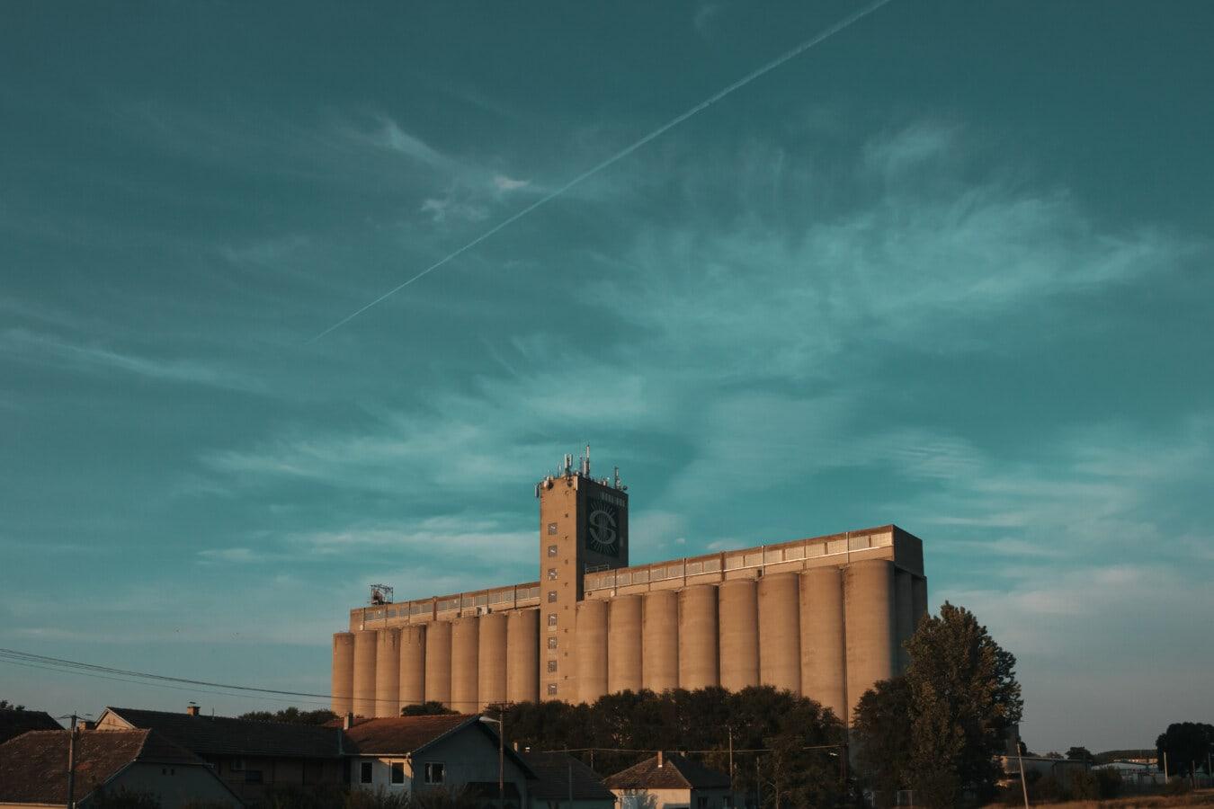 Gebäude, Silo, Straße, blauer Himmel, Architektur, Turm, Stadt, Sonnenuntergang, Licht, Urban