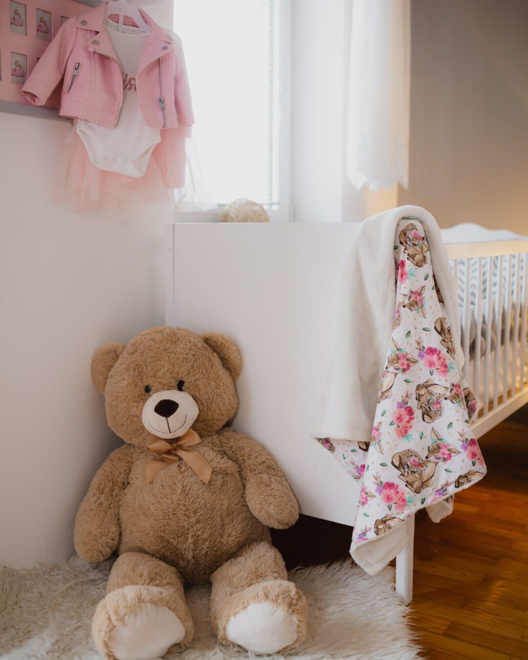 ours en peluche, gros, plancher, parquet, assis, lit, chambre à coucher, bébé, à l'intérieur, ours