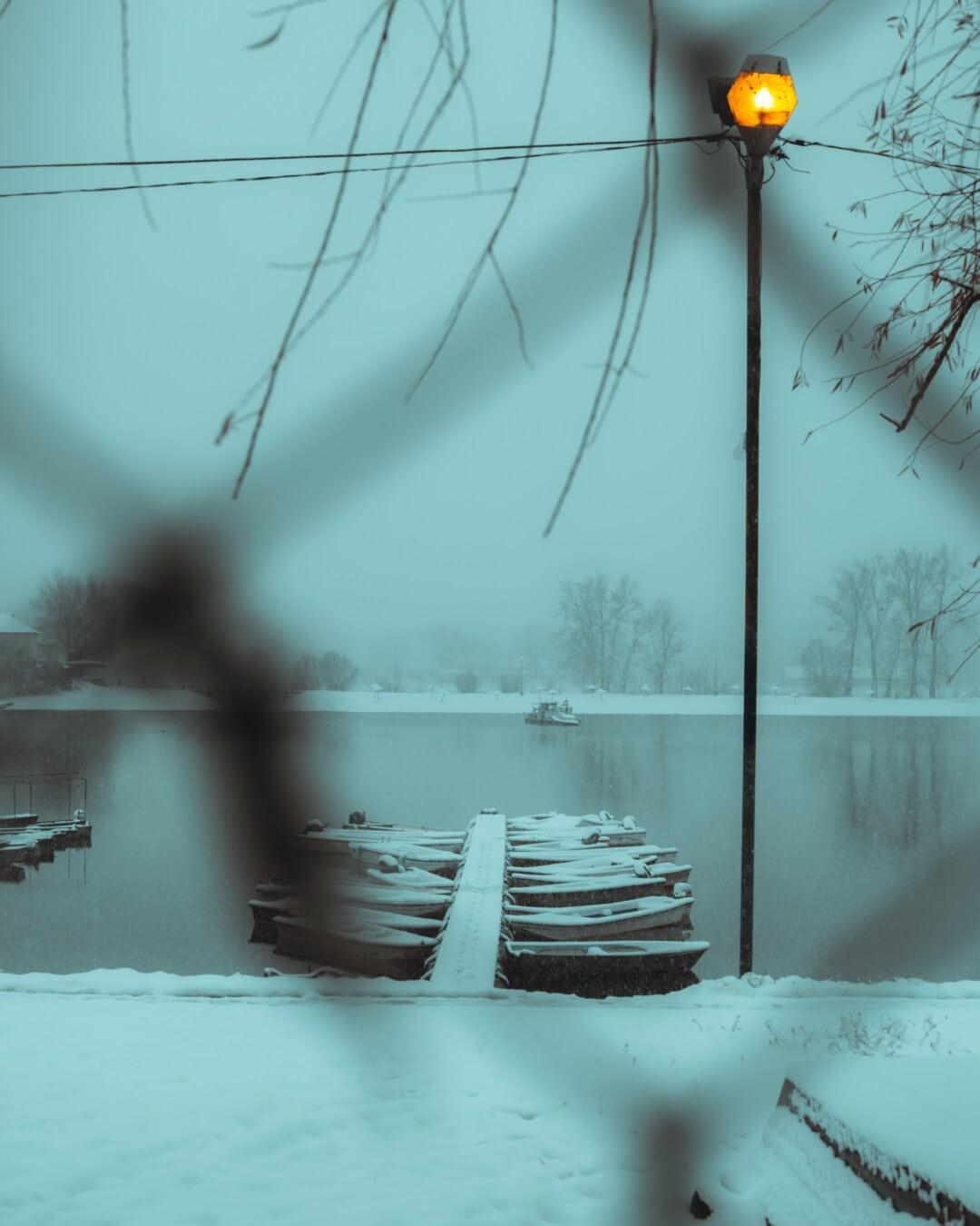 bateau de rivière, jetée, berge, soirée, Hiver, neige, brouillard, eau, brume, bois