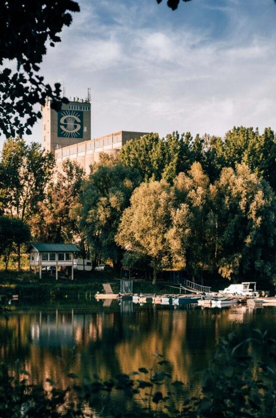 bờ hồ, tòa nhà, silo, bờ sông, khu nghỉ mát, nhà thuyền, Wharf, cây, ngoài trời, nước
