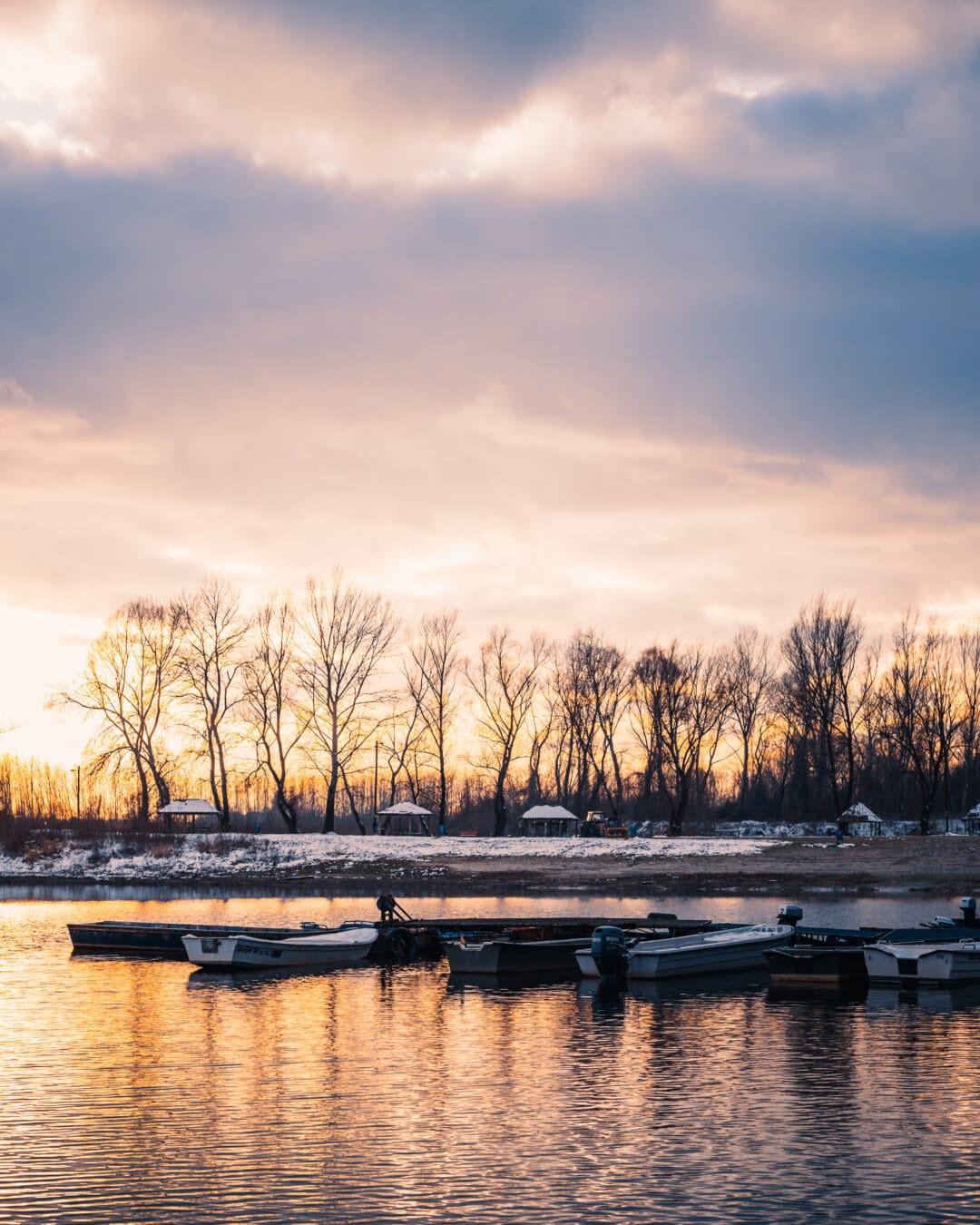 Hiver, majestueux, crépuscule, atmosphère, au bord du lac, bateaux, berge, quai, paysage, réflexion