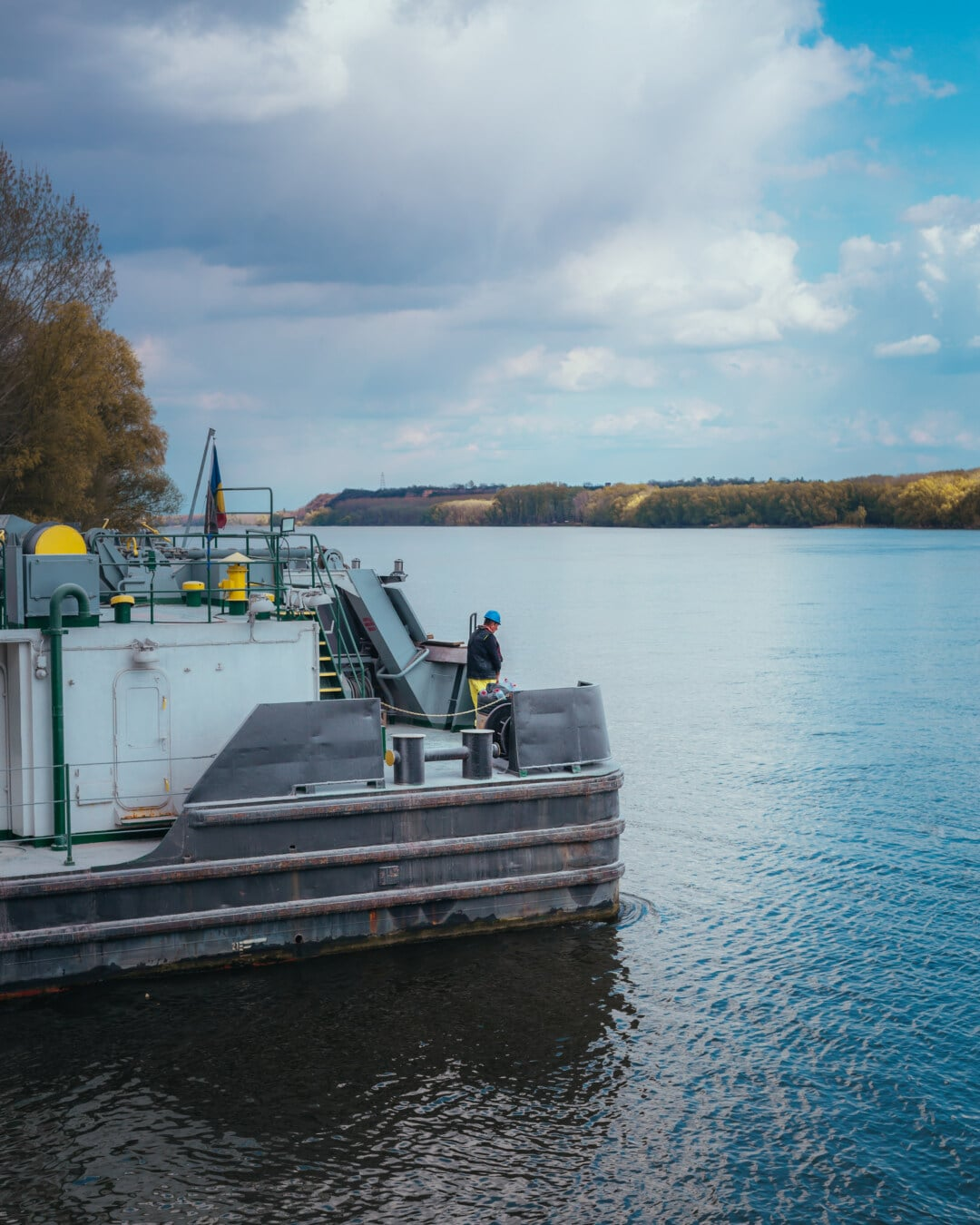 port, navire, remorqueur, secteur d'activité, quai, embarcation, bateau, eau, rivière, véhicule