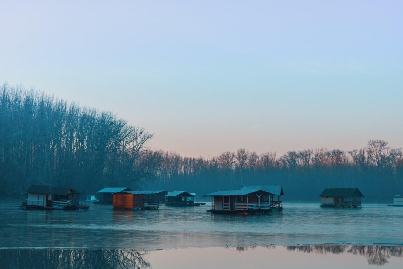 am See, gefroren, kaltes Wasser, Winter, Wasser, Eiswasser, neblig, Bootshaus, See, Schuppen