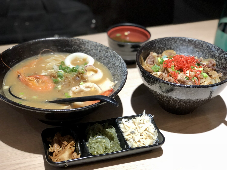 Chinois, crevettes, alimentaire, table, fruits de mer, vaisselle, restaurant, plaque, soupe, plat