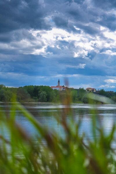 Flussufer, Wolken, blauer Himmel, Atmosphäre, Fluss, Landschaft, Wasser, Natur, Sommer, Gras