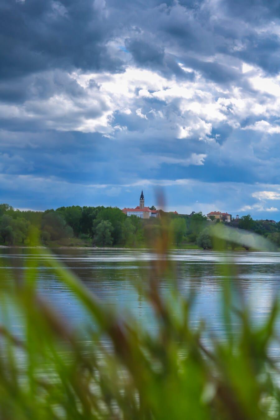 berge, nuages, ciel bleu, atmosphère, rivière, paysage, eau, nature, été, herbe