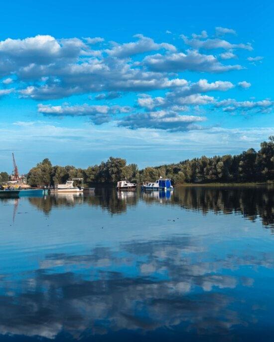 Barcos, nave, estaleiro naval, cais, área de Resort, beira do lago, praia, água, reflexão, ao ar livre