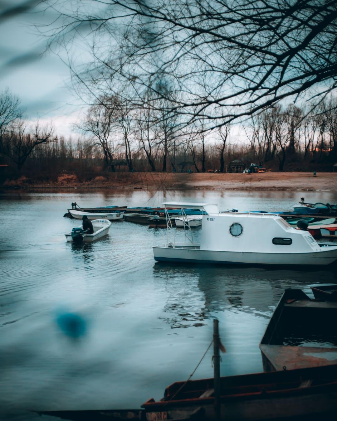 station d'accueil, saison de l'automne, froide, bateaux, matin, bateau de pêche, bateau à moteur, port, eau, bateau