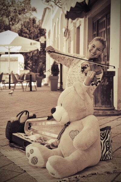 通り, ミュージシャン, ヴァイオリン, かわいい女の子, テディベアおもちゃ, 懐かしさ, セピア, 人々, 音楽, 計測器