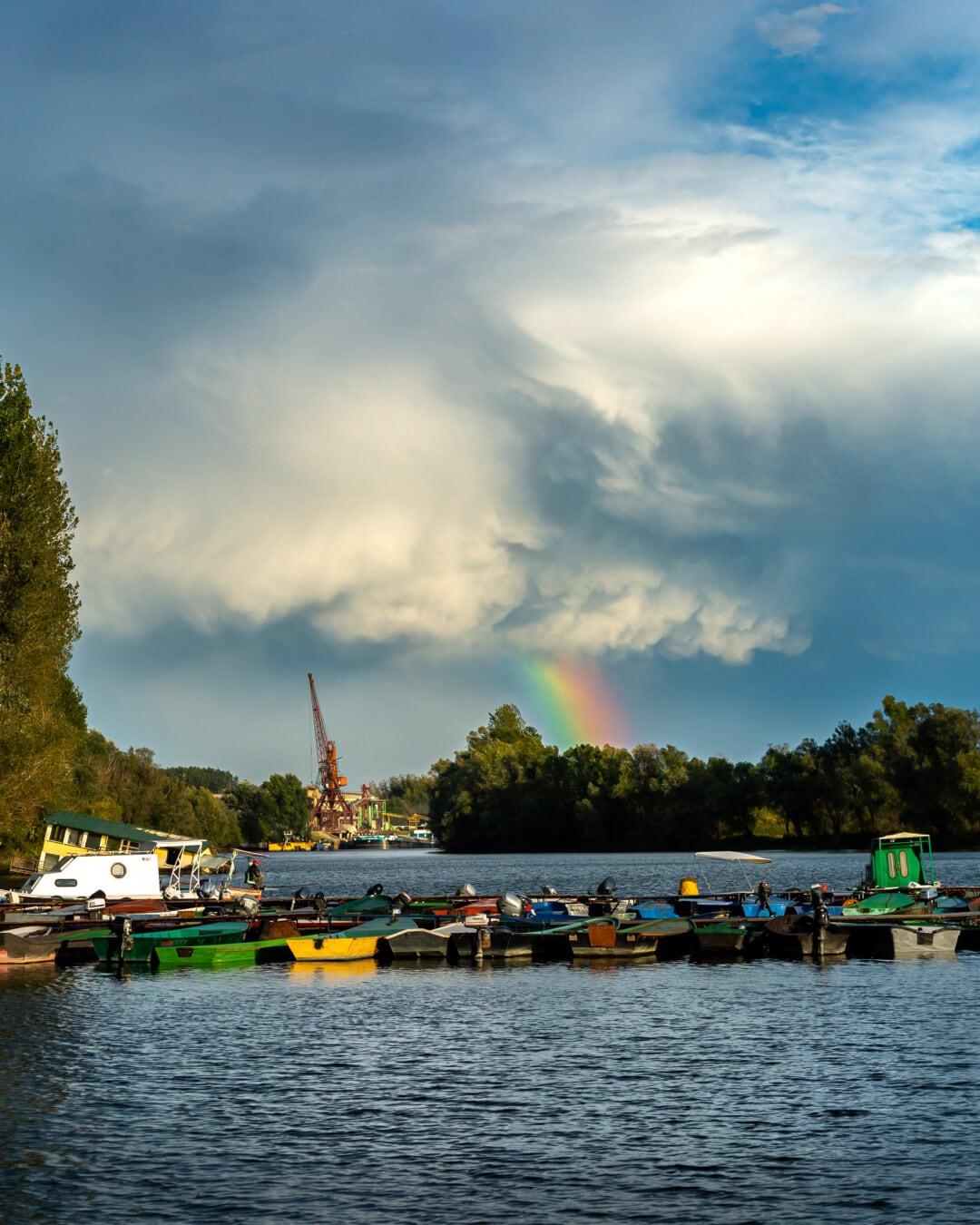 Boote, Motorboot, Werft, Schiff, Hafen, Wolken, Atmosphäre, Regenbogen, blauer Himmel, Wasser