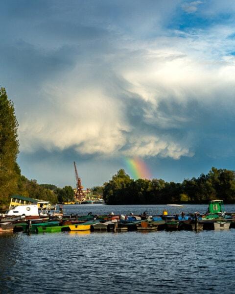 Πλωτά καταλύματα, μηχανοκίνητο σκάφος, ναυπηγείο, πλοίο, λιμάνι, σύννεφα, ατμόσφαιρα, Ουράνιο τόξο, μπλε του ουρανού, νερό