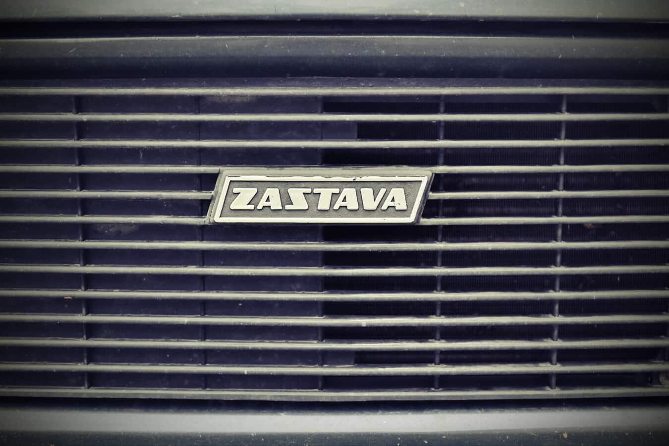 symbole, voiture, Serbie, Yougoslavie, poussière, démodé, sale, carie, grille, en aluminium