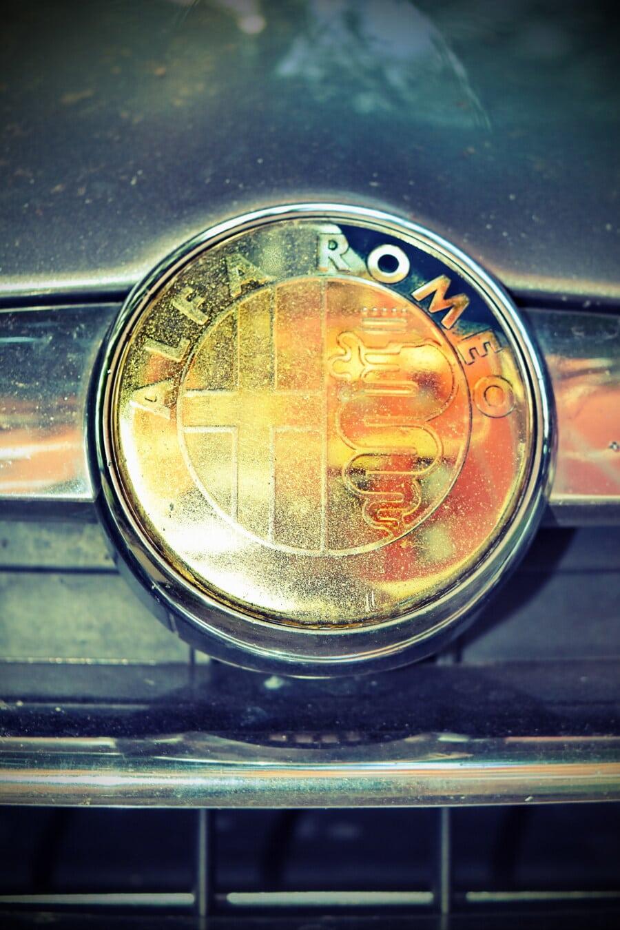 Alfa Romeo, bicromato di potassio, simbolo, segno, da vicino, splendente, lucentezza dorata, lucido, auto, veicolo