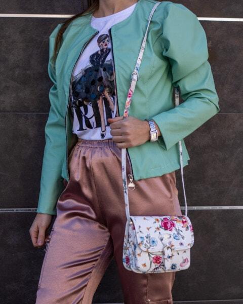 posiert, Fotomodell, Outfit, Jacke, Grün, Lust auf, glänzend, Hose, Handtasche, Mädchen