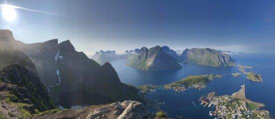 панорамный, береговая линия, остров, на вершине холма, склон холма, горы, снег, диапазон, пик, пейзаж