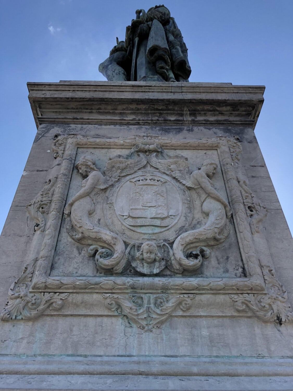 architecture, pedestal, sculpture, arch, memorial, structure, building, art, statue, monument