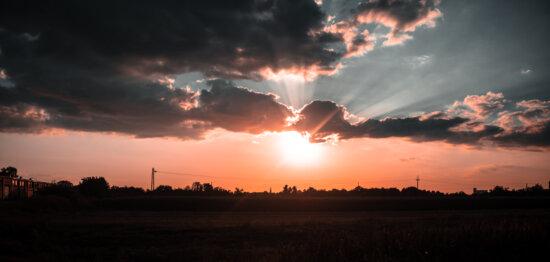 с подсветкой, закат, лучи солнца, облачно, облака, пейзаж, солнце, звезда, рассвет, вечер