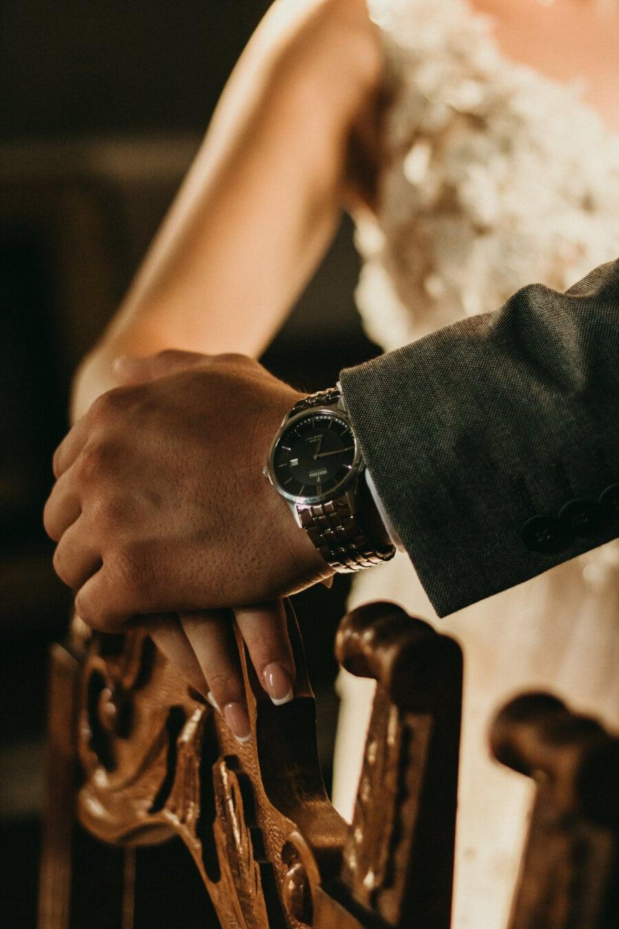 аналогов часовник, ръчен часовник, джентълмен, лукс, държейки се за ръце, лейди, ръка, нежност, докосване, кожата