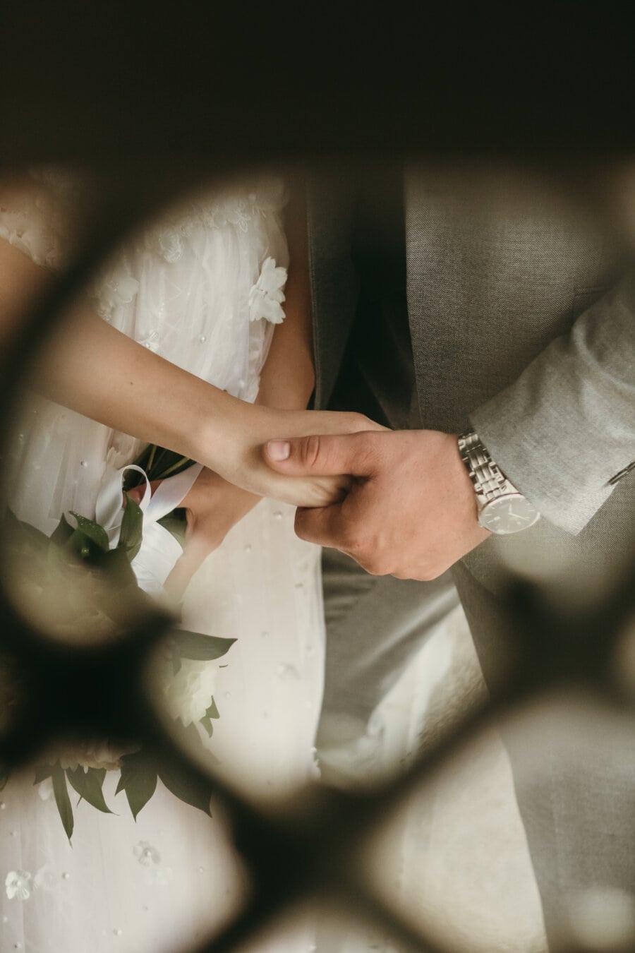 main dans la main, mains, date d'amour, amour, femme, jeune marié, engagement, la mariée, mariage, jeune fille