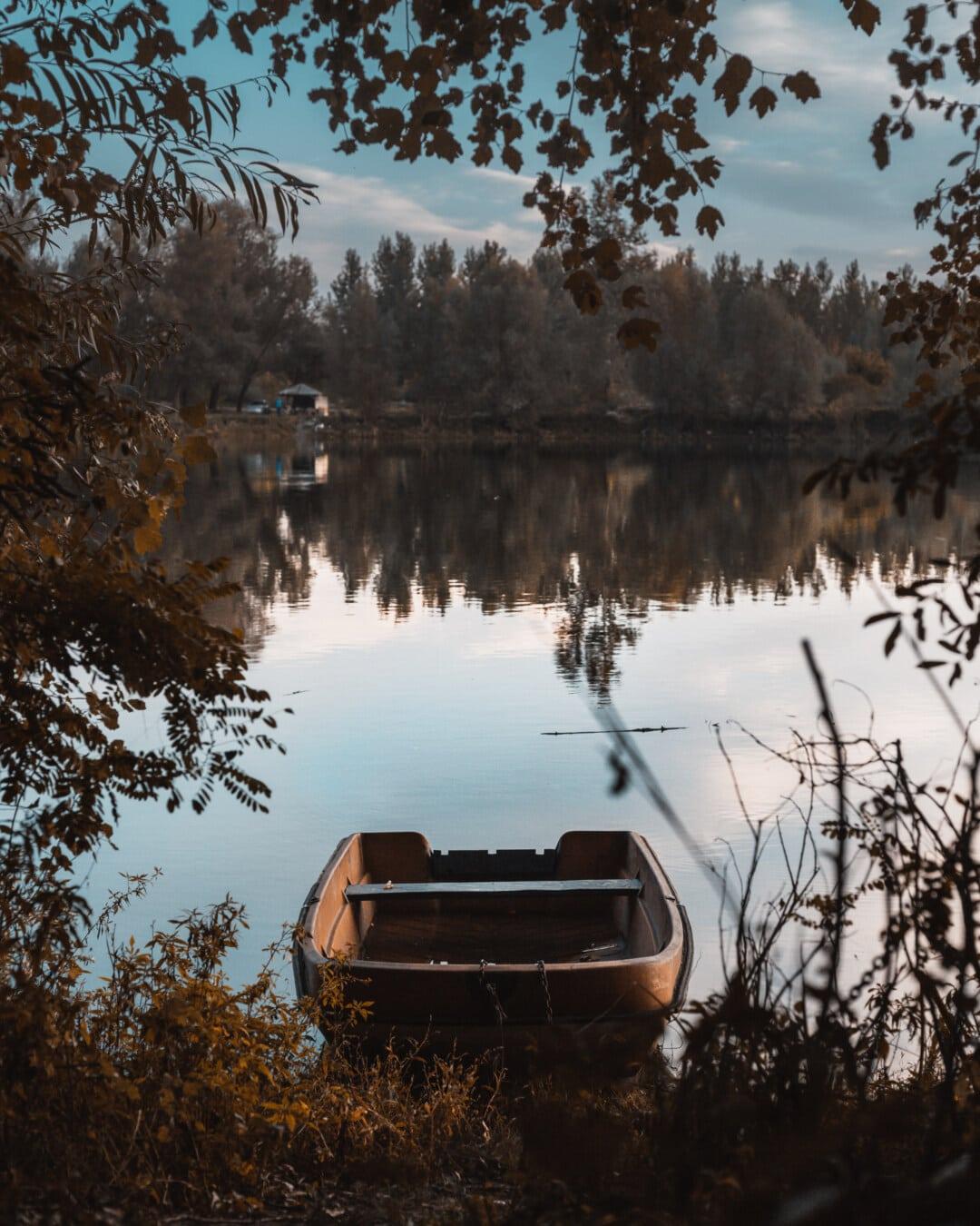Ruhe, Atmosphäre, ruhig, Angelboot/Fischerboot, Boot, Küste, Sommerzeit, Reflexion, See, Landschaft