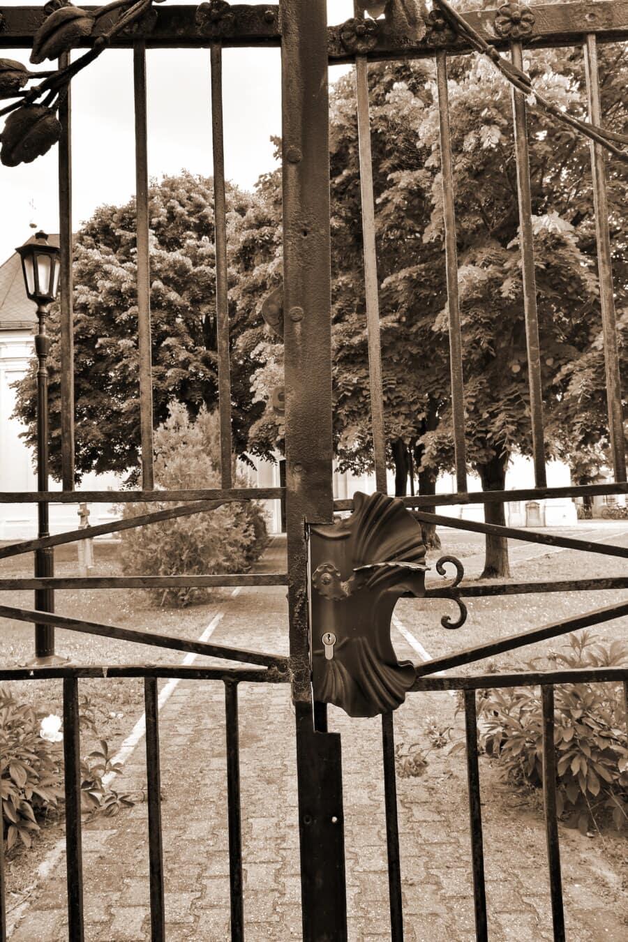 Gate, gjutjärn, Gateway, bakgård, kyrkan, Sepia, spärren, fästelementet, staket, fånga