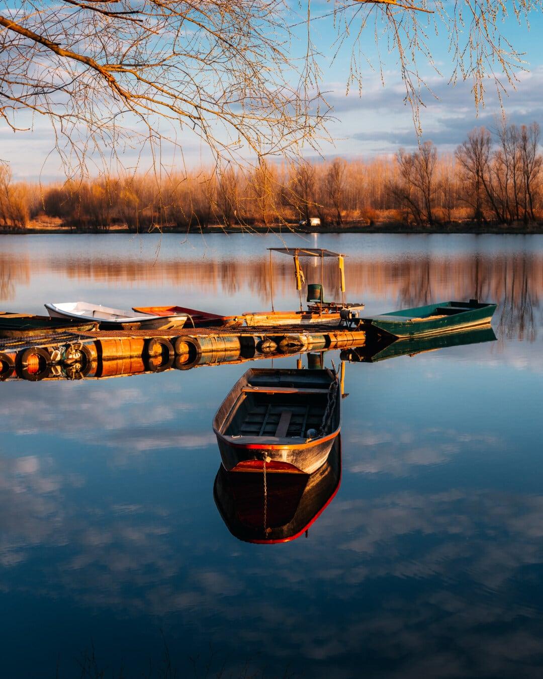 пристанище, пейзаж, величествен, лодки, здрач, рибарска лодка, моторница, вода, езеро, отражение