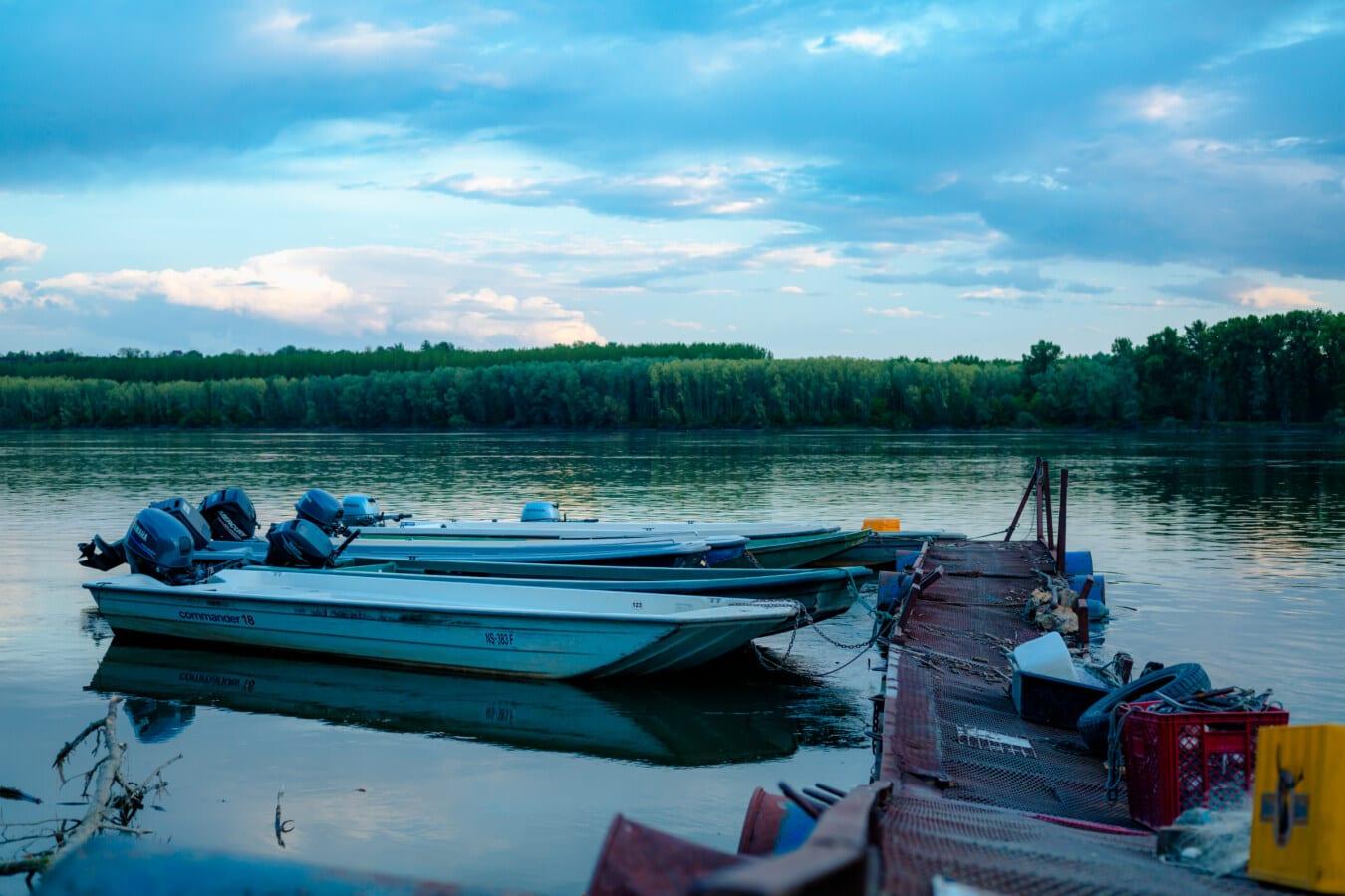 เรือประมง, อุปกรณ์ตกปลา, พลบค่ำ, ท่าเรือ, เรือเร็ว, น้ำ, เรือยนต์, เรือ, โคลง, ทะเลสาบ