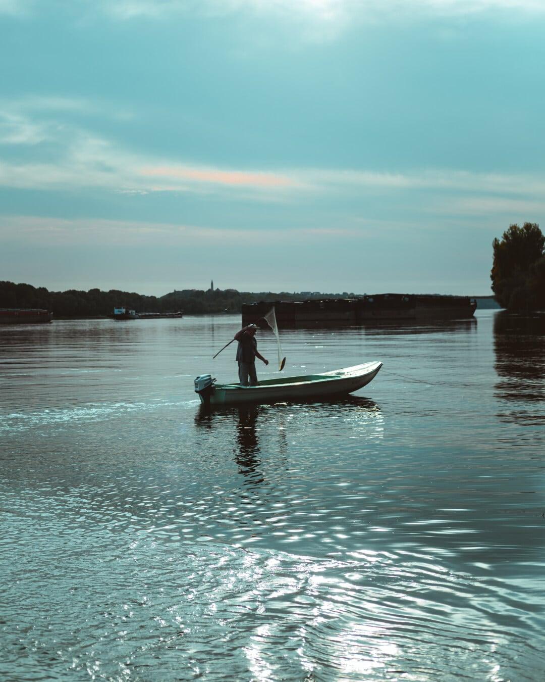 kalastaja, kalastusvene, Kalastus, proomu, rahtilaiva, Tonavan, joki, vesi, vene, Vesijetti