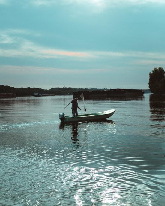 ψαράς, αλιευτικό σκάφος, Ψάρεμα, φορτηγίδα, φορτηγό πλοίο, Δούναβης, Ποταμός, νερό, βάρκα, σκάφη