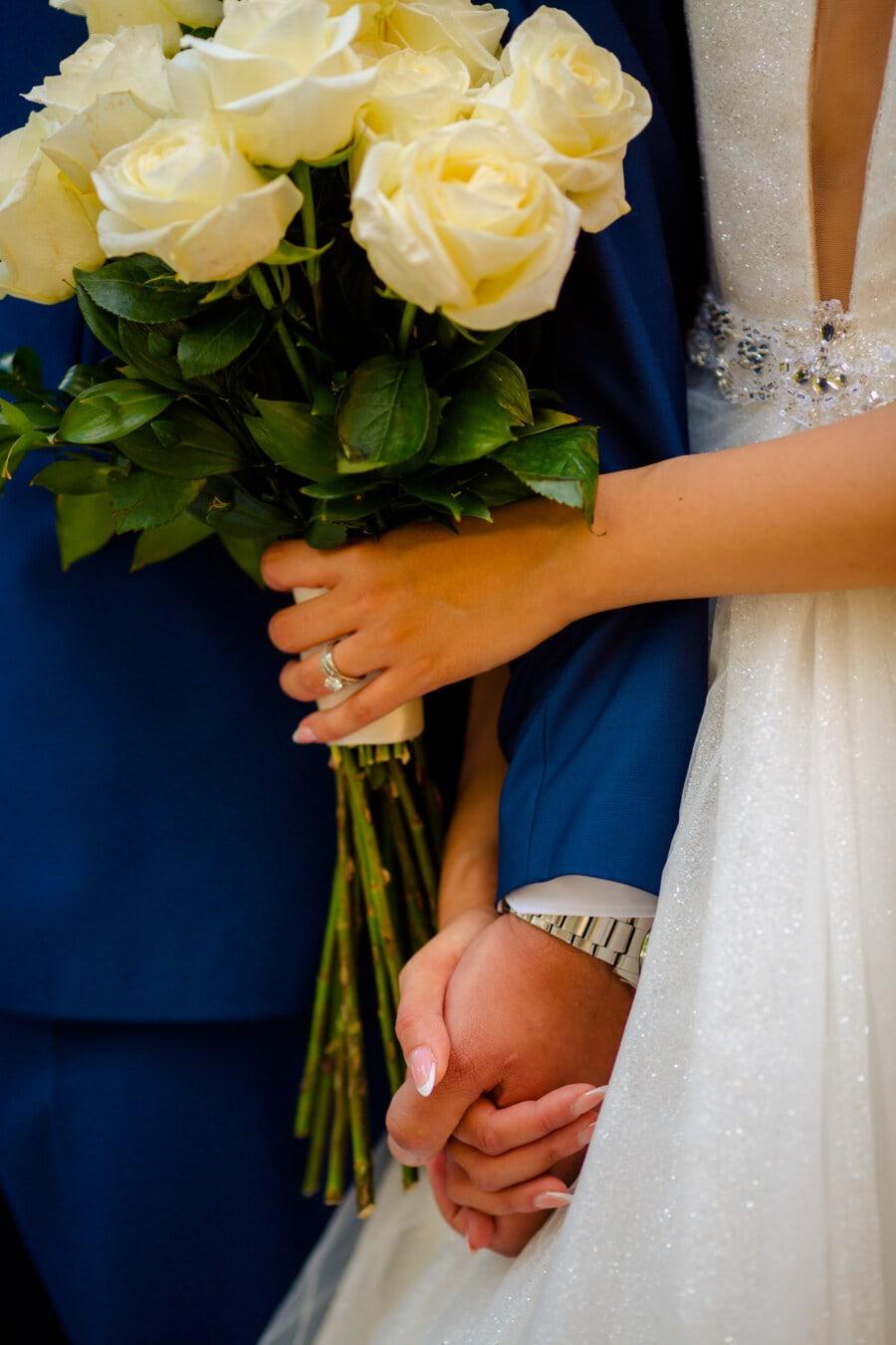 bouquet de mariage, mariage, mariage, main dans la main, des roses, fleur blanche, bouquet, engagement, fleur, la mariée