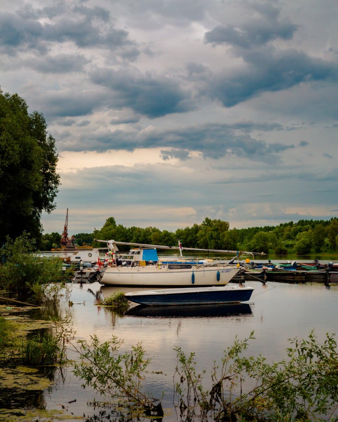 bateaux, voilier, bateau de rivière, berge, rive, rivière, bateau, eau, remise à bateaux, Lac