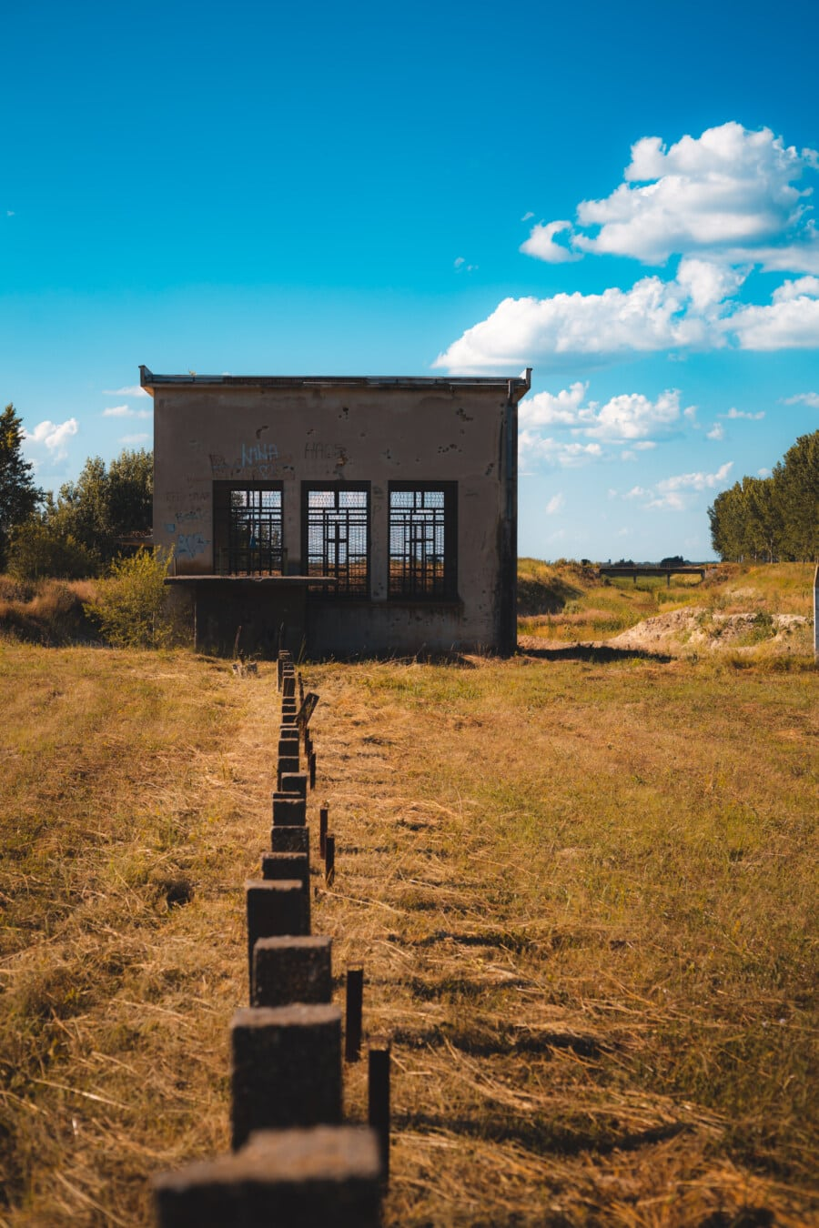 building, abandoned, decay, rural, landscape, old, architecture, grass, outdoors, derelict