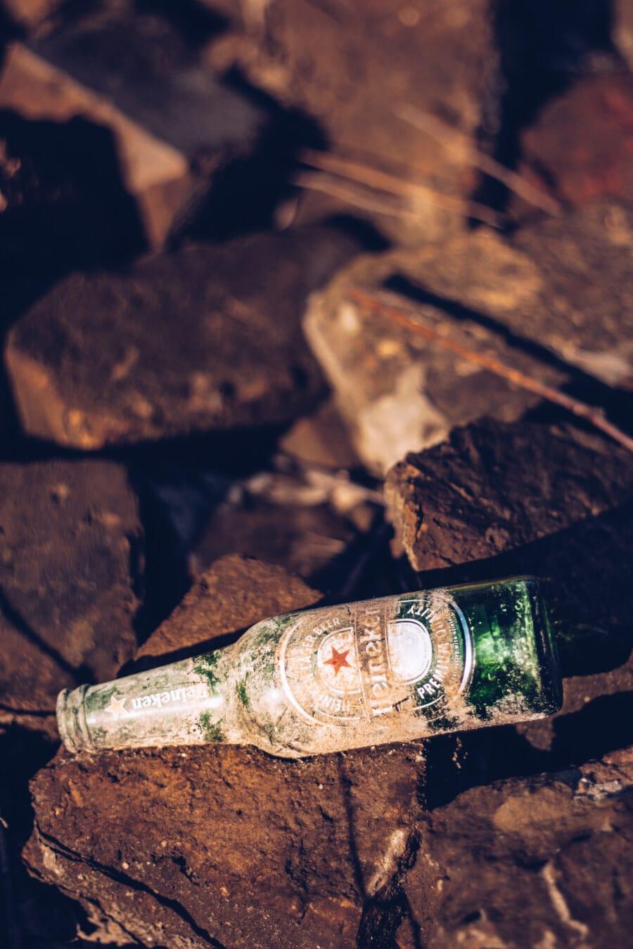dunkelgrün, Flasche, Bier, Abfälle, verlassen, dreckig, Verfall, Papierkorb, Müll, Trinken