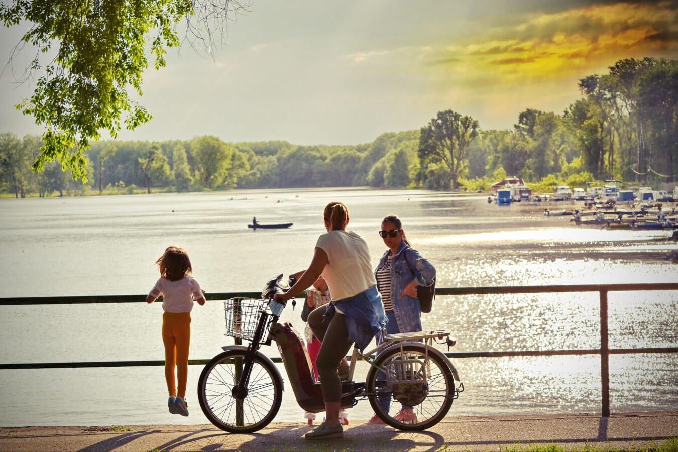 genießen, Menschen, Entspannung, Fuß, am See, Sommersaison, Erholungsgebiet, Fahrrad, Radfahrer, Rad