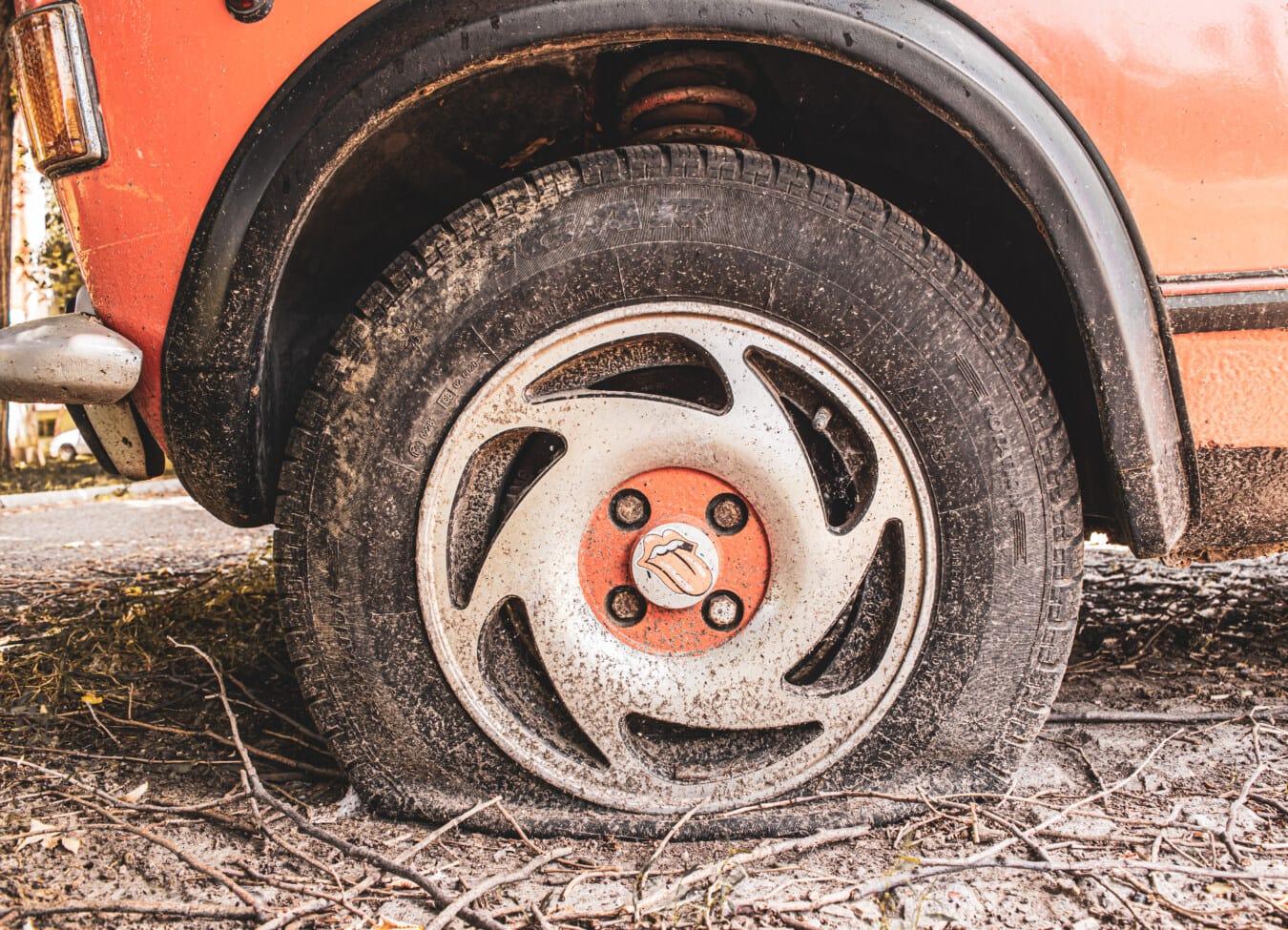 indésirable, abandonné, voiture, pneu, carie, Parc de stationnement, nostalgie, sale, vieux, automobile