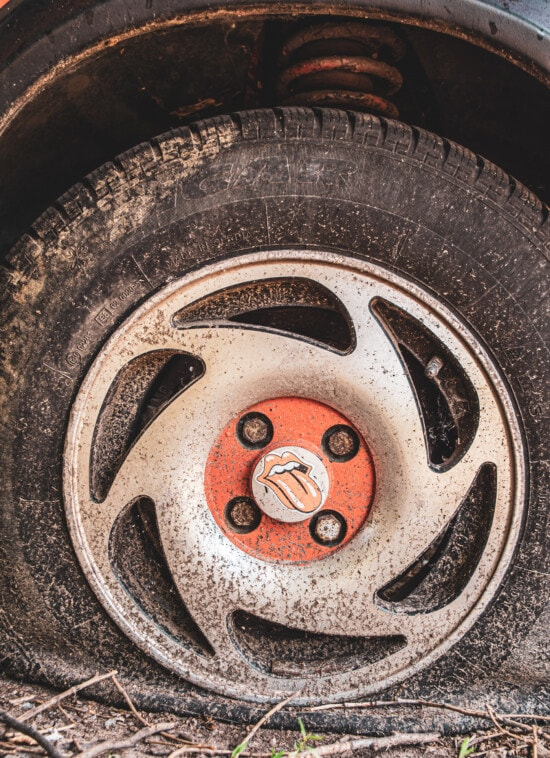 en aluminium, pneu, démodé, dommage, voiture, vieux, roue, sale, rouille, en acier