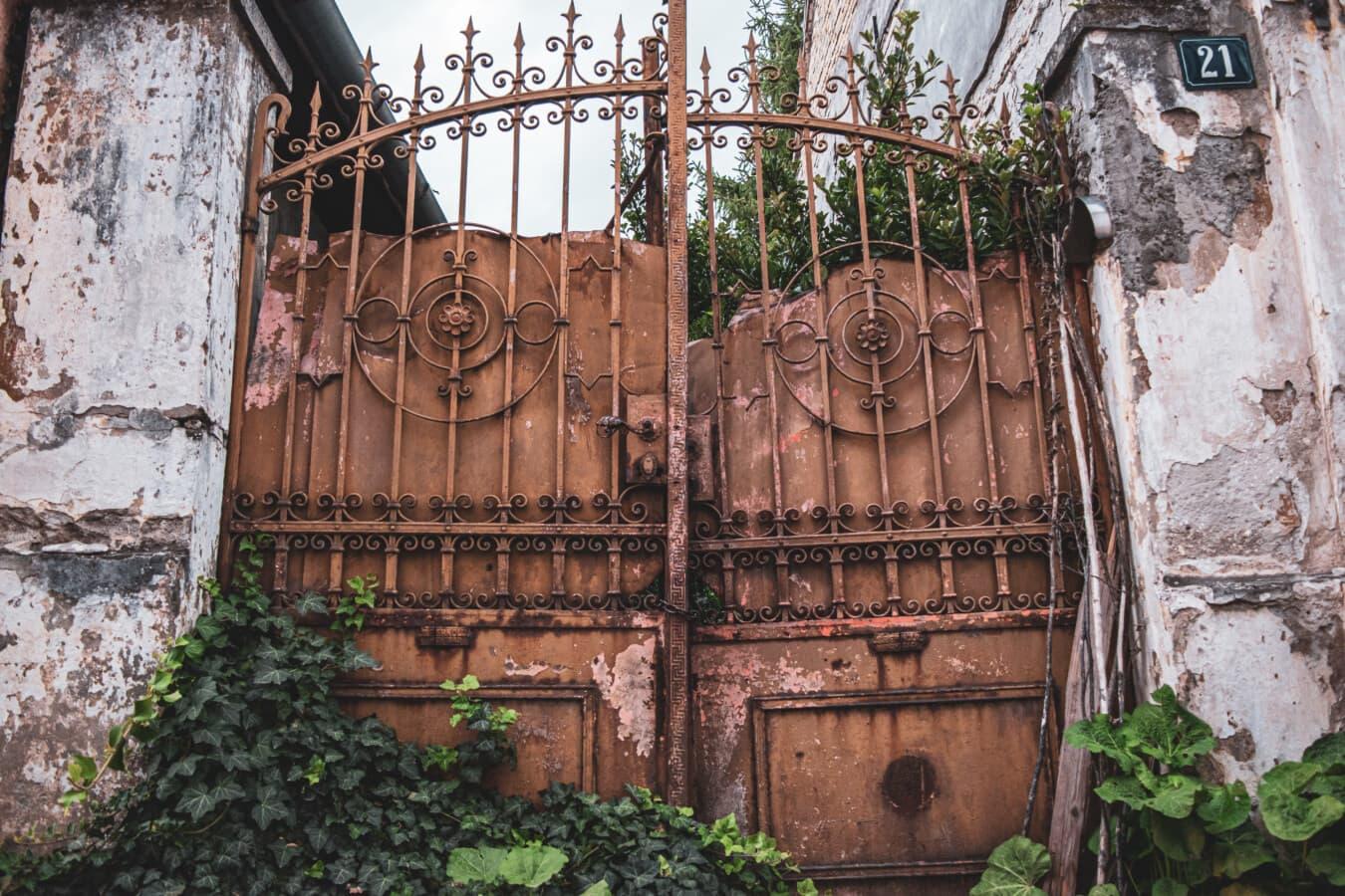 Grunge, Verfall, Gateway, aus Gusseisen, alten Stil, vor der Tür, frontal, alt, Eisen, verlassen