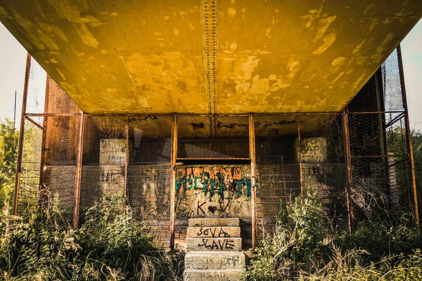 en dessous, pont, vieux, remise en conformité, carie, béton, Graffiti, vandalisme, abandonné, architecture