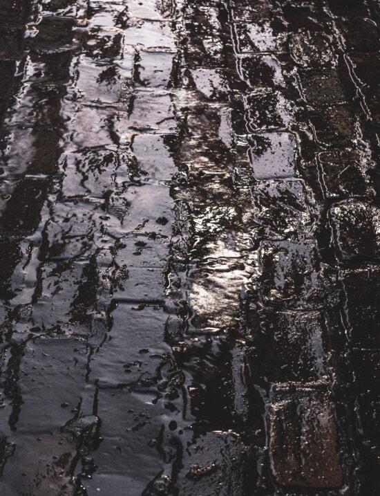 Wasser, Gasse, Regen, alt, nass, Ziegel, Verfall, dreckig, rau, Textur