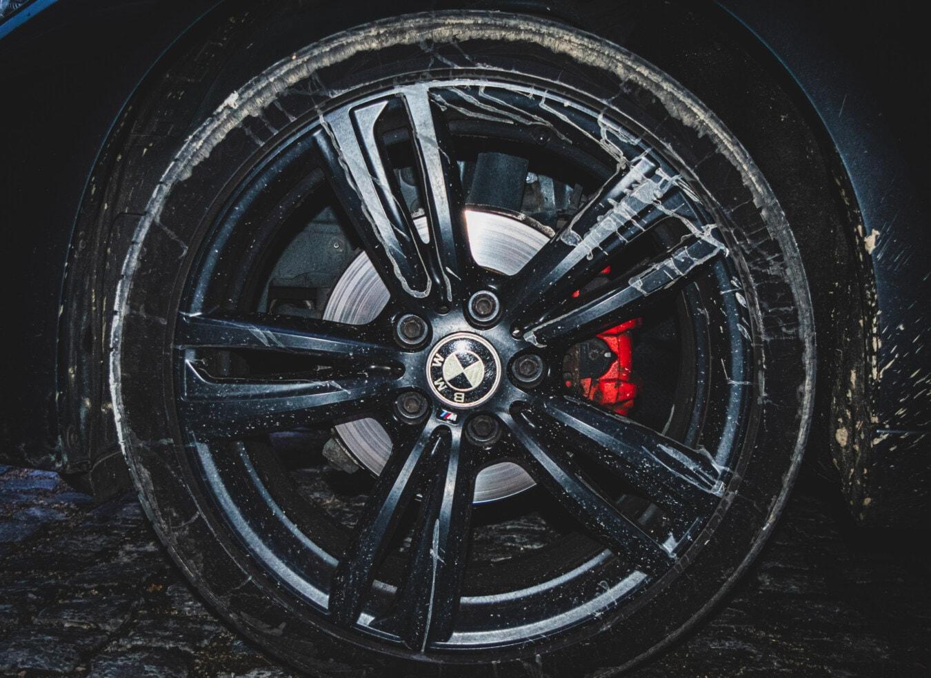 BMW, en aluminium, boue, noir, sale, jante, pneu, frein, disque, roue