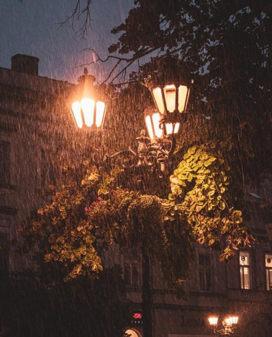 pluie, mauvais temps, rue, fer de fonte, lanterne, équipement, lumière, sombre, lampe, illuminé