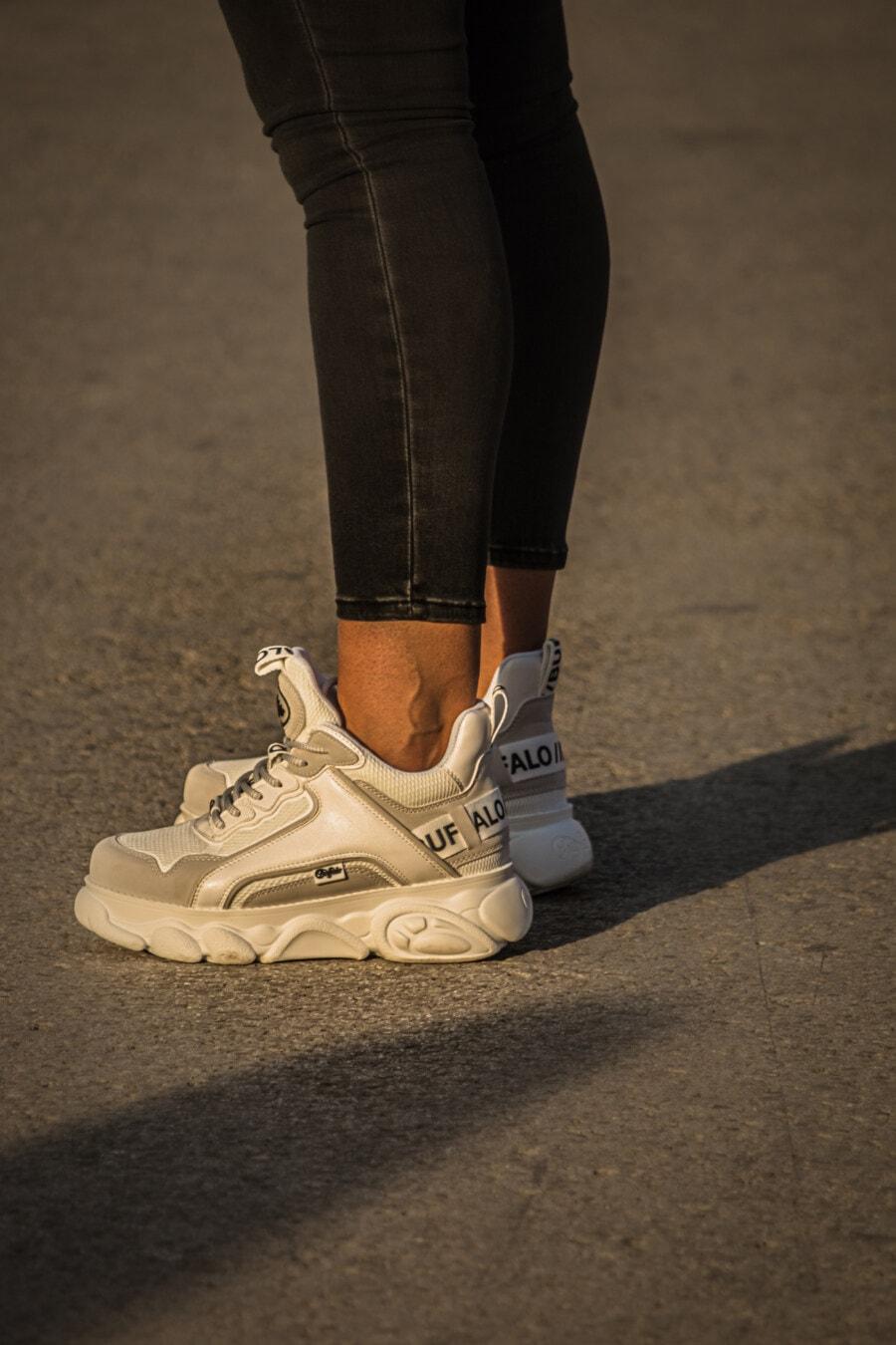 Hose, Schwarz, Jeans, Outfit, beiläufig, Turnschuhe, weiß, Lust auf, Mode, Fuß